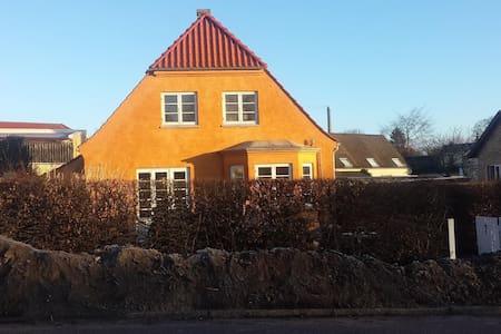 cozy townhouse 20km from Copenhagen - Farum
