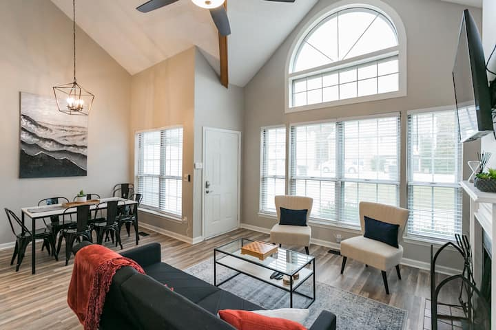 Modern Loft/ Minutes from the Airport