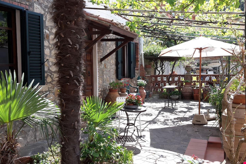 Giardino privato all'ingresso alla casa