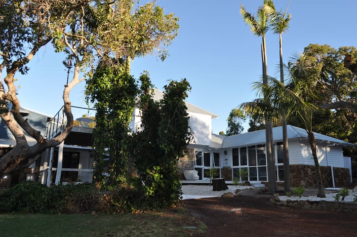Studio 9, Eagle Bay