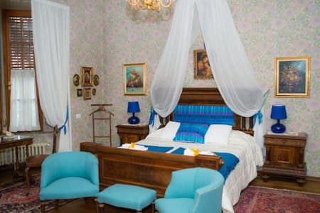 Double bed suite @ B&B Vaccarini - Sant'Angelo Lodigiano - Bed & Breakfast