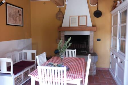 Casa Cesira tra colline e laghi - Tarzo - 独立屋