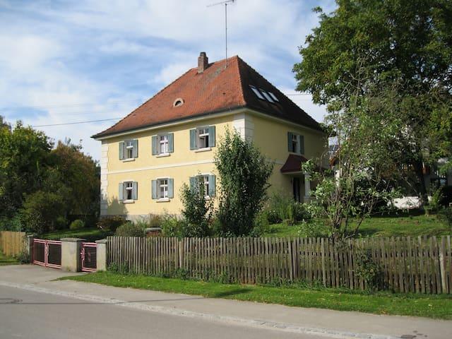 Landhaus mit großem Garten - Dinkelscherben - Apartamento
