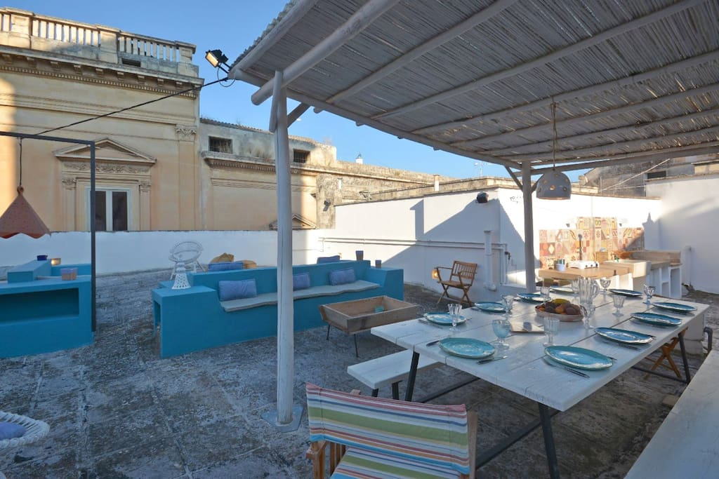 Casa Pagoda furnished roof terrace dining table