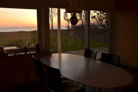 Cottage with lovely sea view - Middelfart