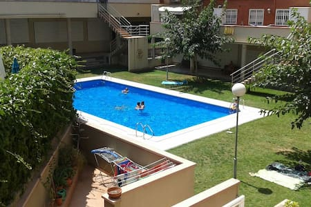 Room with swimming pool - Sant Boi de Llobregat - House
