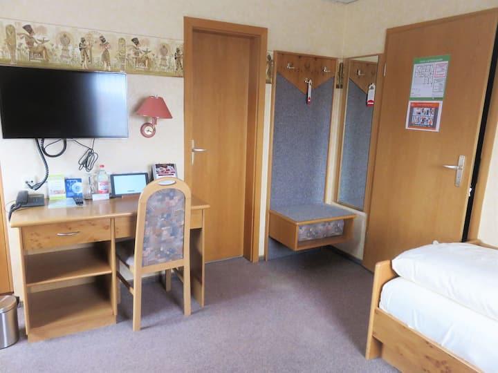 Hotel Conditorei Cafe Baier, (Schömberg), Einzelzimmer Komfort mit Frühstück, Dusche und WC