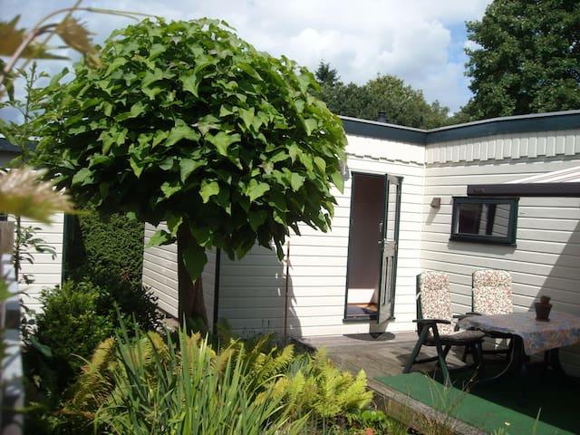 Vrijgelegen zonnig vakantiehuis, voor 4 personen