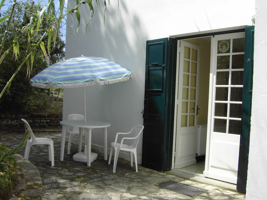 Gauloise apt est 1 toile meubl tourisme 2 pers for Meuble 5 etoile soukra