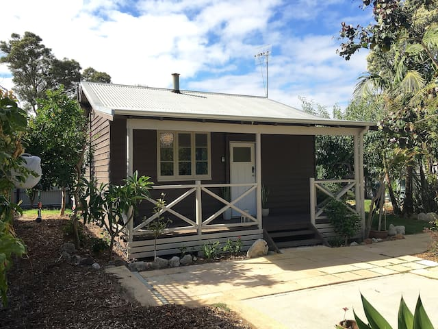 Railway Cottage close to town/Spring Specials