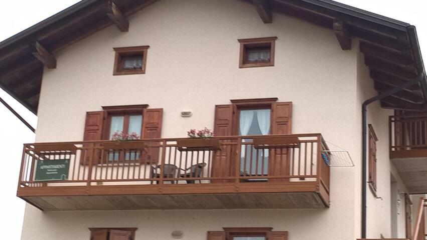 balcone vista montagne