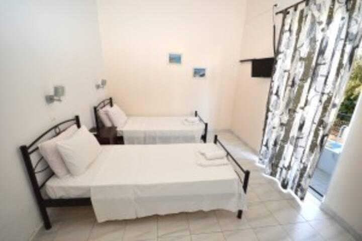 Koukounari Room 4