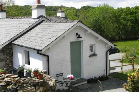 Cosy Lakeland hideaway with gardens - Kendal - Apartment