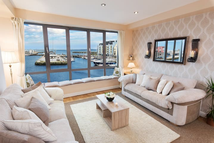Sea View Luxury City Center - Best Location - Galway - Apartment