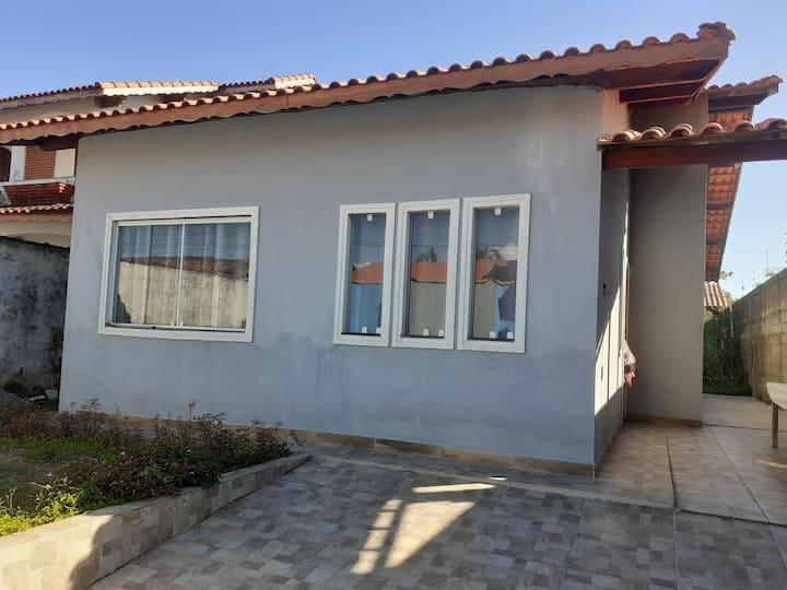 Casa completa a 150 metros da praia