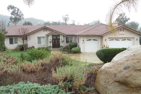 Sunny ,  Quiet Estate Property - Ház