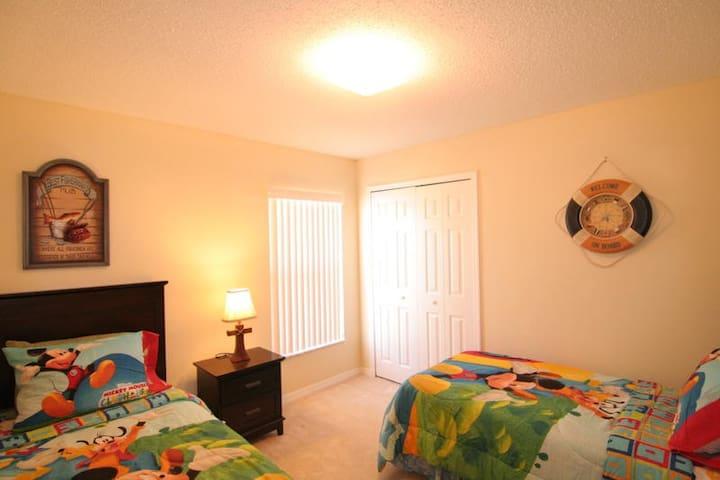Twin Bedroom - Orange Tree villa rental
