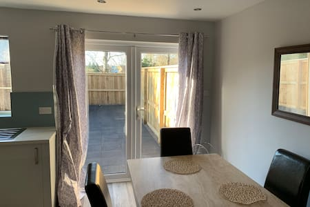 Modern 3 Bed Property with quick links to the City