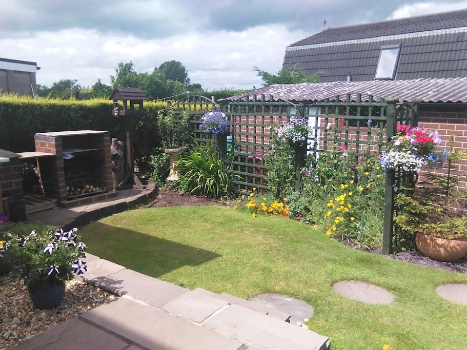 Outdoor garden area, only looks like this in late Spring & Summer