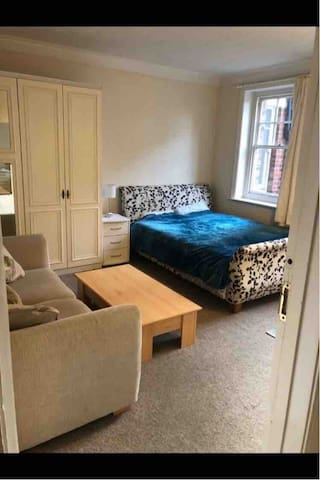 King size room with a sofa heart of Bournemouth