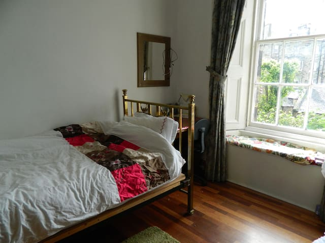 Nice quiet room in central flat - Edinburgh - Appartement