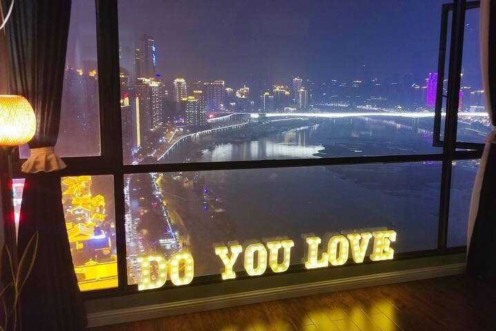 『千与千寻』洪崖洞正上方无敌江景/11米长270°落地窗/100寸投影/小什字地铁口