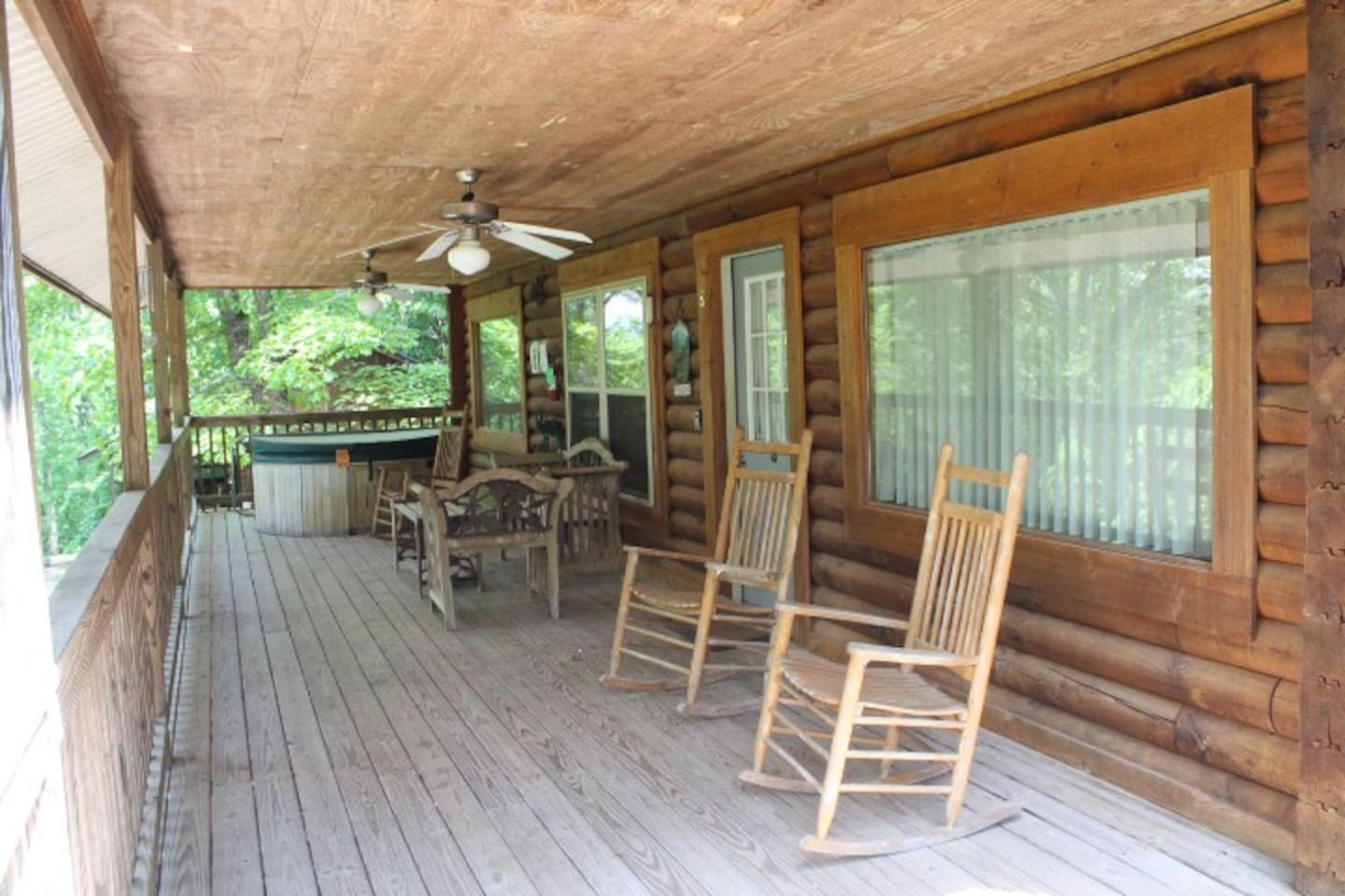 Cabin #8 - Porch with Hot Tub and Rockers