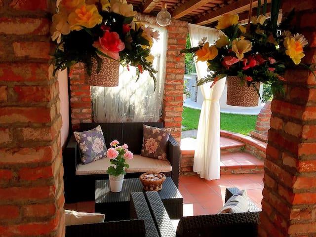 Amaryllis case vacanza - Casa rosa