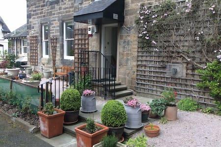 Charming quiet twin/double room. - Edinburgh - Bed & Breakfast
