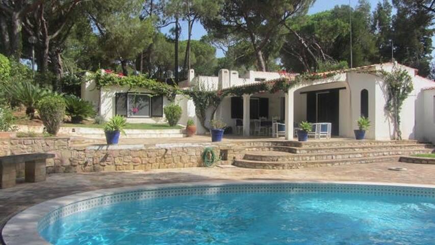 Casa com jardim e piscina na Balaia - Albufeira - Dom