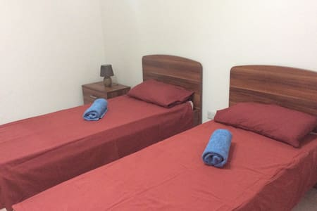 Room in lovely town house in Sliema. - Sliema