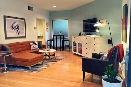 A Clean, Cool, Convenient Mondo Condo. - Austin - Condominium