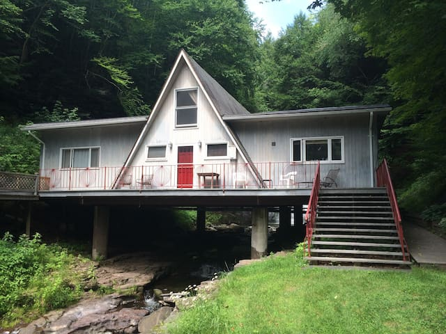 The Roxbury Waterfall House - Roxbury - House