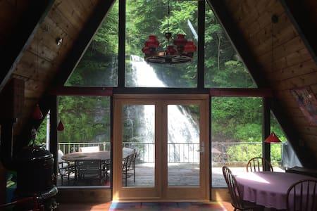 The Roxbury Waterfall House - Roxbury - House