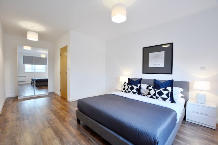 **7** ALL NEW Stylish Modern 1bed FREE PARKING