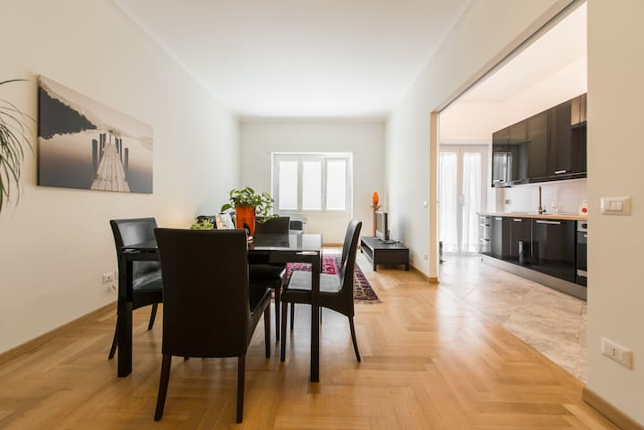 Spacious renovated 2BDRM w/balcony - Roma - Apartemen