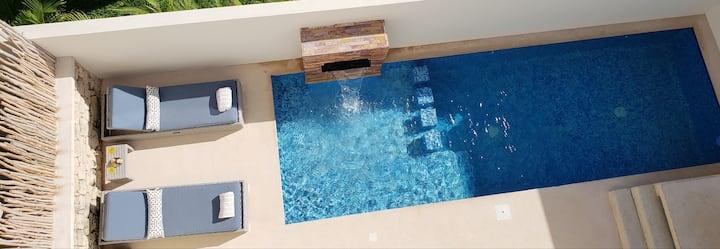 Experience Luxury on the Island of Isla Mujeres