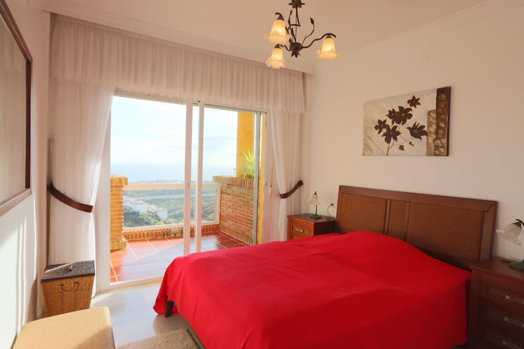 Master bedroom with direct access to the terrace