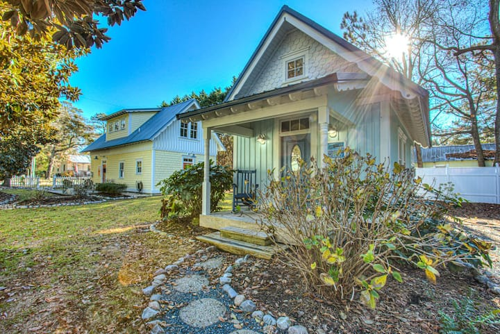 IC3 The Wright Getaway * Dog Friendly * Charming Cottage within Walking Distance to Historic Downtown Manteo