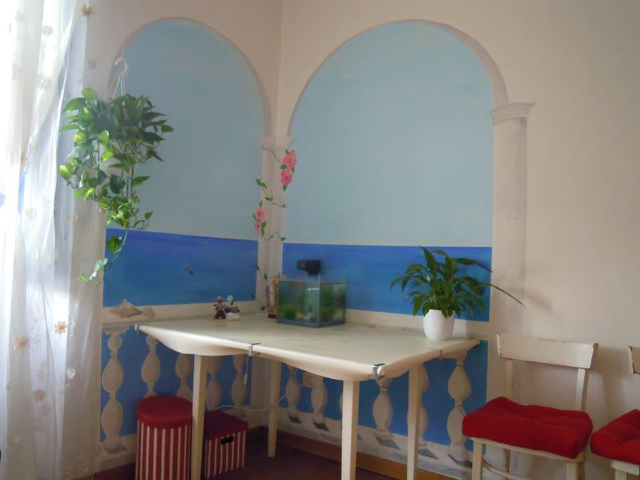 murales che ho dipinto con archi e balcone su mare