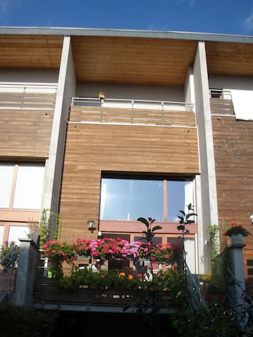 Chambre avec terrasse et salle de bain privées