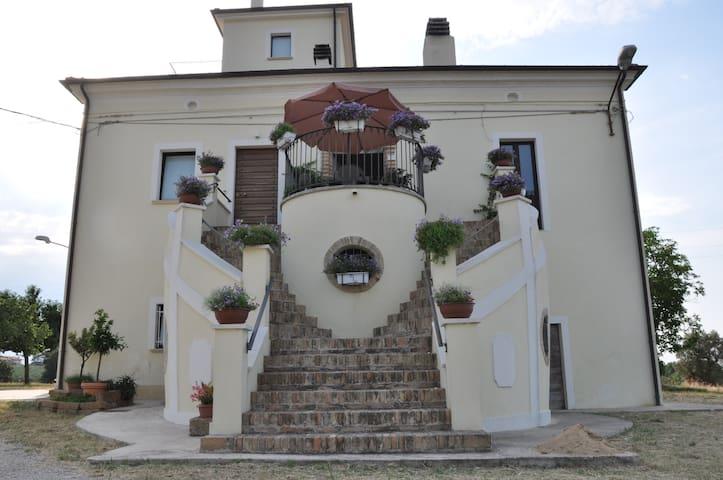 Casino Murri - Rocca San Giovanni - บ้าน