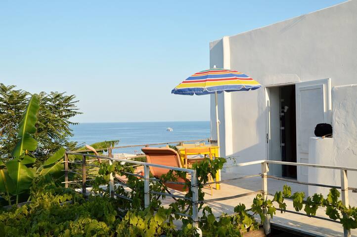 Monolocale vista mare - Stromboli - House