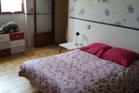 chambre privée dans notre maison - Malataverne