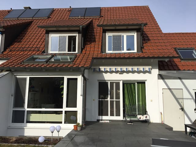 Helles Einfamilienhaus am Wald - Eriskirch - Hus