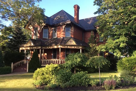 Historic landmark home with private apartment. - Collingwood - House - 0
