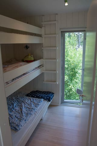 Kids bedroom - 208 cm long - thick mattreses