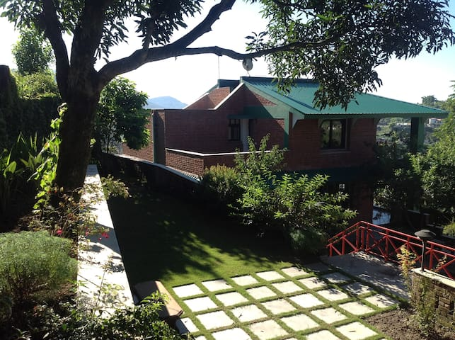 Poinsettia House - The Lakeview Getaway - Sanguri Gaon