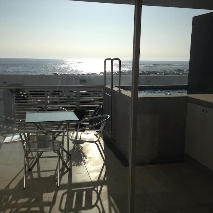 Entire Apartment Señoritas Beach,Beachfront w.Pool