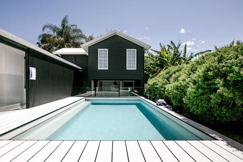 The Pool House—Cool Designer Loft Close To Beach